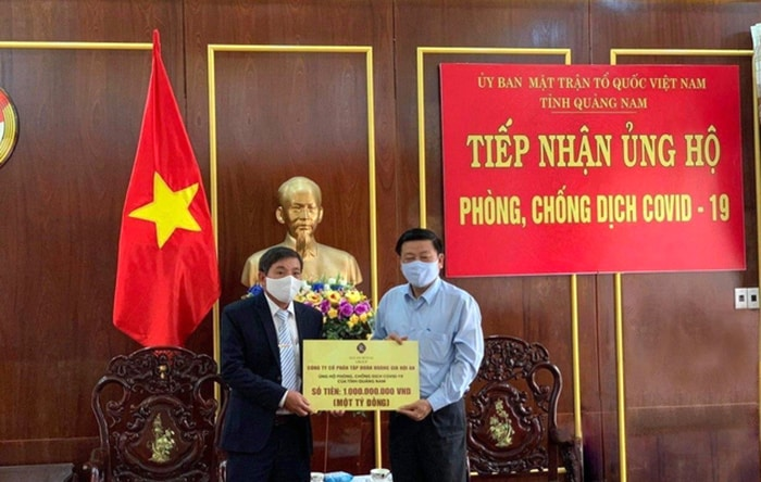 Tap Doan Hoang Gia Hoi An Ung Ho Quang Nam 1 Ty Dong